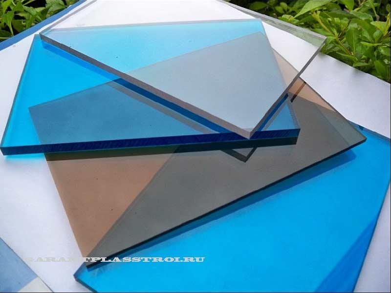 monolitnyi-polikarbonat-osnovnye-preimushhestva
