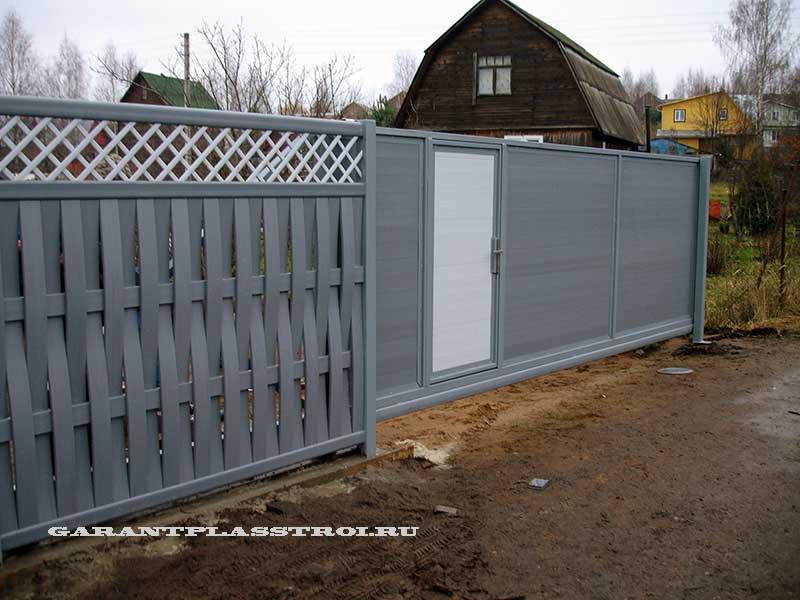 Откатные ворота с отделкой доской ПВХ