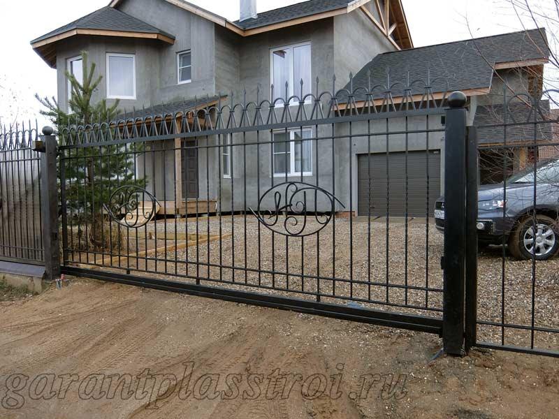 Кованные откатные ворота с калиткой