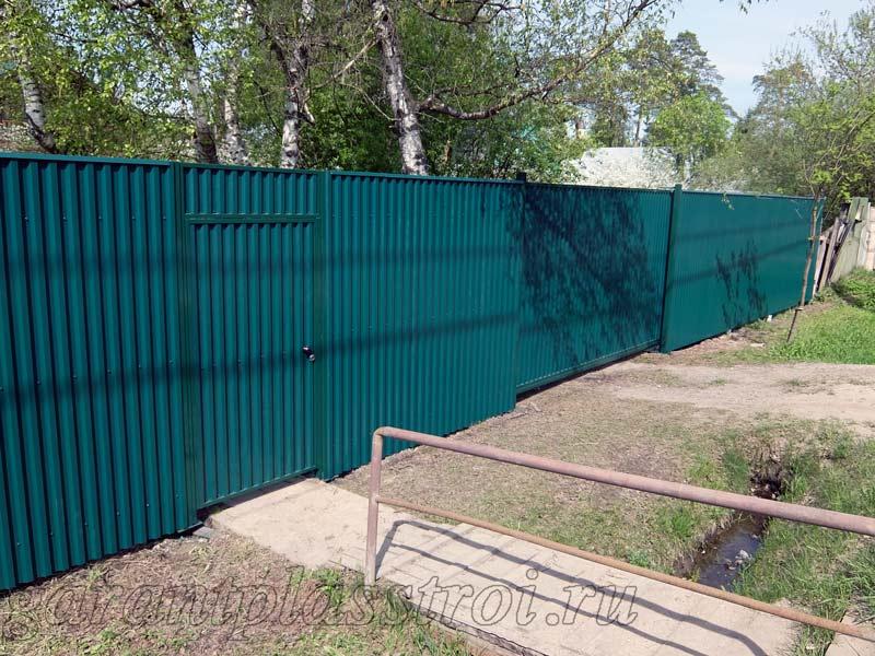Забор и ворота на винтовых сваях