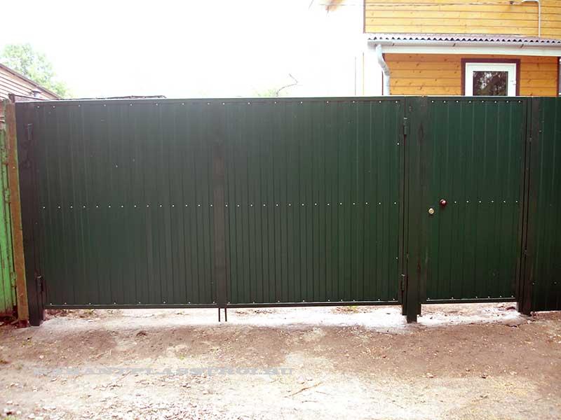 Распашные ворота с калиткой