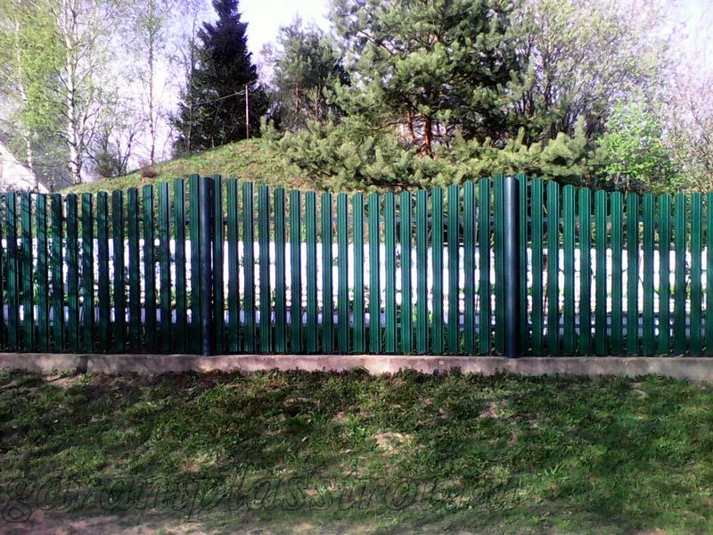 Забор из евроштакетника с фундаментом