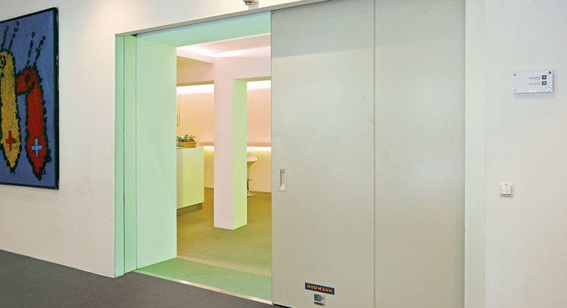Компания «Херманн» презентовала огнестойкие откатные ворота